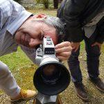 Vincent Jourdan faisant la miseau point d'une caméra super 8